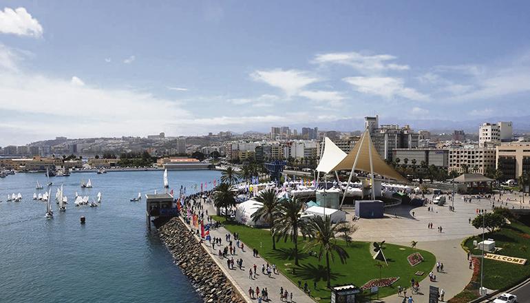Die vorherigen Ausgaben der FIMAR fanden stets auf der Plaza de las Islas Canarias am Hafen von Las Palmas statt. Doch in diesem Jahr wurde die Messe wegen der sanitären Auflagen auf den Parkplatz an der Playa Las Alcaravaneras beim Sporthafen verlegt. Foto: Cabildo de Gran Canaria