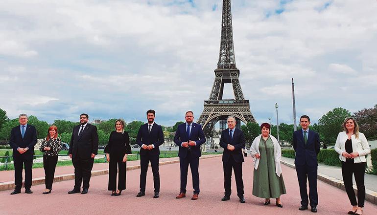 Luis Yeray Gutiérrez (5. v.l.) zusammen mit den Amtskollegen der anderen spanischen Welterbe-Städte Foto: ayto LL