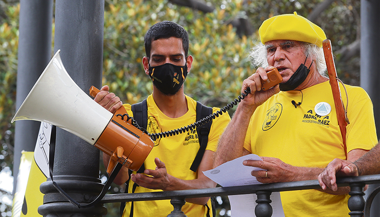 Archivfoto des Priesters Padre Báez bei einer Demo gegen den Bau des Pumpspeicherkraftwerks Chira-Soria auf Gran Canaria Foto: EFE