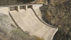 Das Staubecken, dessen Bau in den Sechzigerjahren begonnen, aber nie fertigestellt wurde, könnte eineinhalb Millionen Kubikmeter Wasser fassen. Foto: Javiersanp cc by-sa 3.0