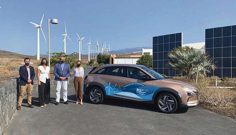 Der Hyundai Nexo ist das erste von acht Brennstoffzellen-Fahrzeugen, die auf Teneriffa im Rahmen des Pilotprojekts mit Wasserstoff, der mithilfe von erneuerbaren Energien erzeugt wird, fahren werden. Foto: cabildo de tenerife