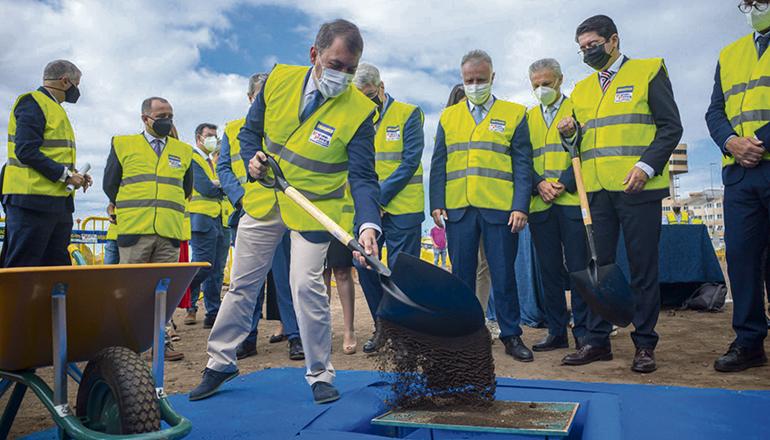 Am 3. Juni wurde der Grundstein gelegt. Dabei griff Bürgermeister José Manuel Bermúdez höchstpersönlich zur Schaufel. Foto: Ayuntamiento de Santa Cruz de Tenerife
