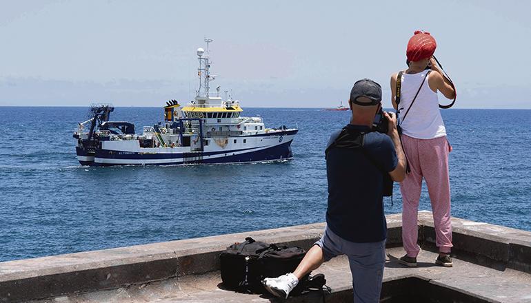 Mit seinem Fächerradar durchkämmte das ozeanografische Forschungsschiff einen Monat lang die Küste vor Teneriffa. Foto: EFE