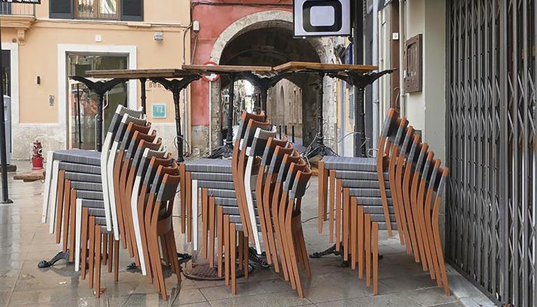 Eine geschlossene Bar im Palma de Mallorca Foto: EFE