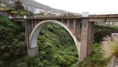 Die 83 m lange Brücke ersparte den Einwohnern von Santa Úrsula und La Victoria und allen, die in diesem Inselgebiet unterwegs waren, den bisherigen kurvenreichen Umweg, um die Schlucht zu umgehen, und erleichterte die Handelsbeziehungen im Norden der Insel. Fotos: Moisés Pérez
