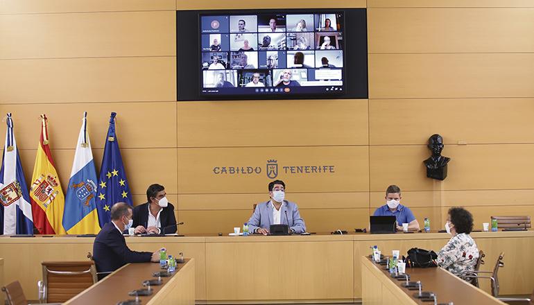 Der Cabildo-Präsident und Vertreter des Tourismusressorts bei dem Treffen Foto: cabildo de tenerife