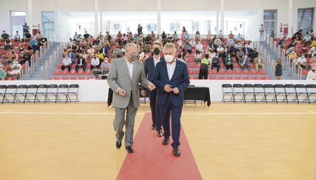 Kanarenpräsident und Cabildo-Präsident bei der Eröffnungszeremonie des Audillóns Fotos: cabildo la gom,era