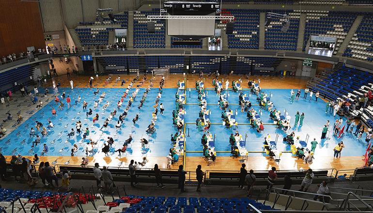 Das Massenimpfzentrum wurde in der Sporthalle Santiago Martín in La Laguna eingerichtet. Foto: efe
