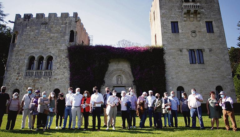 Eine Gruppe von Besuchern in den Gärten des Pazo de Meirás Foto: EFE