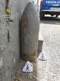 Das Geschoss stand jahrelang neben einer Haustür in Caleta de Sebo, ohne Aufmerksamkeit zu erregen. Fotos: Guardia Civil/efe