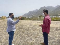 Bürgermeister Luis Yeray Gutiérrez (re) besichtigte Anfang Juli das Grundstück, auf dem der neue Mehrzweckpark entstehen wird. Foto: Ayuntamiento de La Laguna