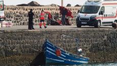 Ein Migranten-Boot am Anleger von Arrecife, Lanzarote Foto: EFE