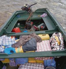 Haschisch-Ballen in der Patera, die am Strand von Soo konfisziert wurde. Foto: EFE