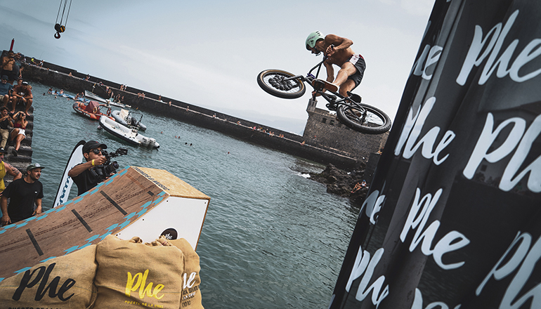 """Water Jump"" am Hafen von Puerto de la Cruz Foto: phe festival"