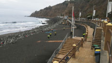Um den Sicherheitsabstand zu gewährleisten, wurde der Sand von El Socorro wieder in Parzellen aufgeteilt. Foto: Ayuntamiento del Puerto de la cruz