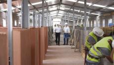 Auf der Baustelle wird bereits an der Erstellung der Boxen gearbeitet. Foto: CABTF