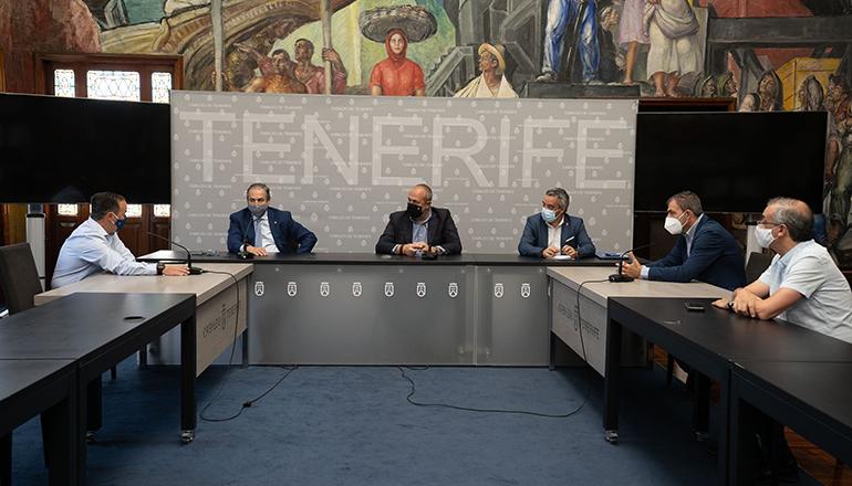 Anfang Juli trafen sich Vertreter von Kanarenregierung und Cabildo sowie die Bürgermeister von San Juan de la Rambla und Los Realejos, um die Probleme des Streckenabschnitts zwischen den beiden Ortschaften gemeinsam anzugehen. Foto: Cabildo de Tenerife