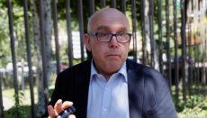 Der Anwalt von Carles Puigdemont, Gonzalo Boye, auf dem Weg zu einer Anhörung des spanischen Rechnungshofes. Foto: EFE
