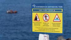 Überall in der Nähe der gefährlichen Badestelle stehen Warnschilder. Trotzdem wagen immer wieder auch Urlauber den Ausflug dorthin. Foto: EFE