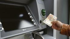 Wer heutzutage einen Geldautomaten oder eine Bankfiliale in seiner Nähe hat, kann sich glücklich schätzen. Foto: Pixabay
