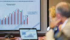Der Präsident und die Generaldirektorin der Handelskammer der Provinz Santa Cruz de Tenerife, Santiago Sesé und Lola Pérez, stellten Mitte August in einer Pressekonferenz den Konjunkturbericht zur wirtschaftlichen Lage der Kanaren im zweiten Quartal 2021 vor. Foto: EFE