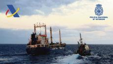 """Der erst kürzlich in """"Natalia"""" umbenannte schrottreife Frachter wurde von zwei Zoll-Patrouillenbooten unweit der Kanaren gestoppt. Foto: Policía nacional/EFE"""