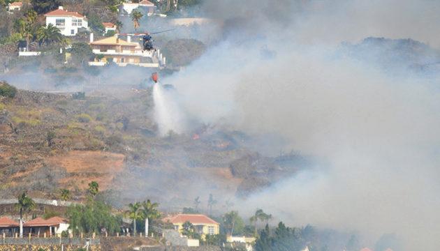 Diesmal war es kein Waldbrand, sondern ein Feuer, das in einem besiedelten Gebiet ausbrach. Fotos: EFE
