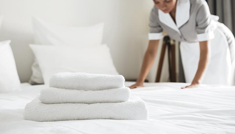 Bis zu dreißig Zimmer müssen die Hotelreinigungskräfte an einem Arbeitstag herrichten. Foto: Freepix