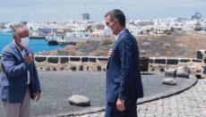 Pedro Sánchez unterbrach seinen Urlaub unter anderem für ein kurzes Treffen mit dem kanarischen Präsidenten Ángel Víctor Torres. Foto: EFE