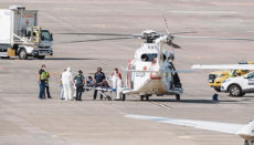 Die einzige Überlebende aus einem Schlauchboot, in dem sie mit anderen 39 Insassen unterwegs war, wurde mit dem Hubschrauber in das Krankenhaus gebracht. Foto: efe