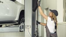 Zu den angebotenen Spezialisierungen gehört auch eine Ausbildung im Bereich Auto-Elektromechaniker für Fahrzeuge mit Hybrid- und Elektromotor. Foto: gobierno de canarias