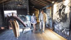Der Leiter des Inselamtes für Landwirtschaft, Javier Parrilla, besuchte gemeinsam mit El Tanques Bürgermeisterin Esther Morales vor wenigen Tagen das Museum, das seit seiner Wiedereröffnung im Sommer 2020 über moderne Hilfsmittel wie einen virtuellen Assistenten verfügt. Foto: Cabildo de Tenerife