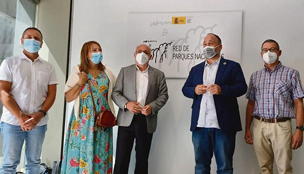 "Cabildo-Präsident Morales (l.) und José Antonio Valbuena trafen sich in Madrid mit der Leiterin des Nationalparknetzes ""Red de Parques Nacionales"". Foto: Cabildo de Gran Canaria"