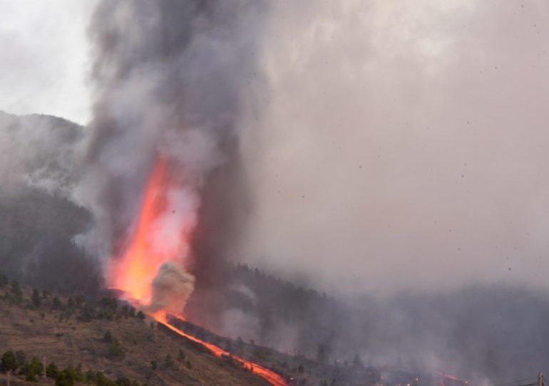 Der Vulkanausbruch ereignete sich in der Nähe von El Paso auf La Palma am Sonntagnachmittag um 15:12 Uhr. FOTO:EFE