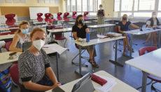 Vor dem Schulbeginn am 6. September bereiteten sich Lehrer*innen in einer Fortbildung auf den Einsatz der iPads im Unterricht vor. Foto: DST