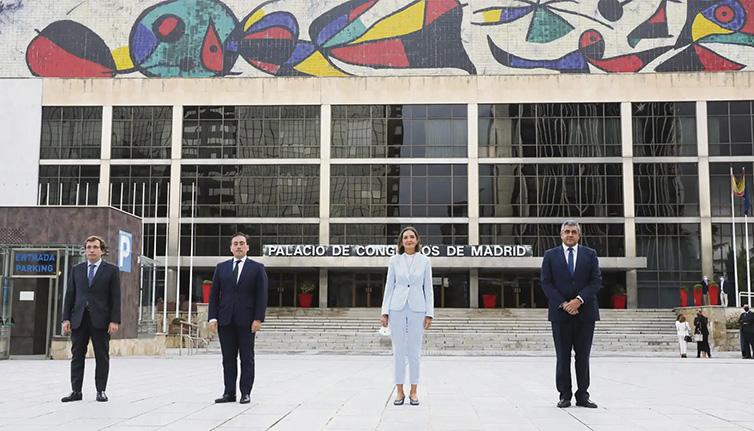 Außenminister Albares, die Ministerin für Tourismus Reyes Maroto und der Generalsekretär der UNWTO Pololikashvili (v.l.n.r.) vor dem neuen Hauptsitz der UNWTO Foto: EFE