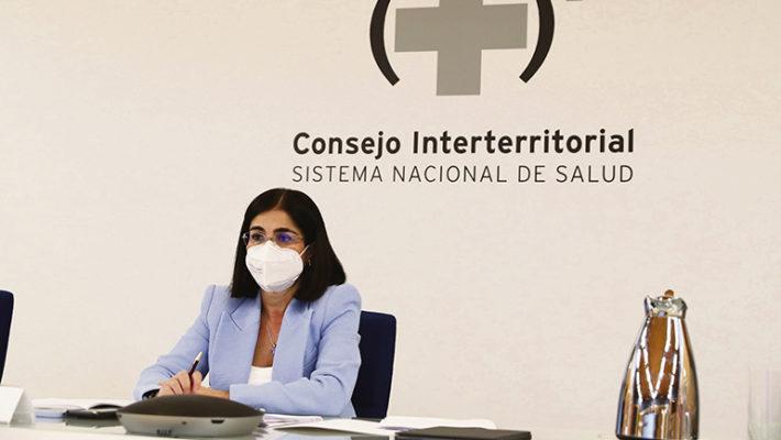 Ein Termin für beide Impfungen: Gesundheitsministerin Carolina Darias erklärte, dass die diesjährige Grippeimpfung zeitgleich mit der dritten Dosis des Corona-Impfstoffs verabreicht werden kann – eine Impfung in den rechten und eine in den linken Arm. Foto: efe