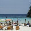 Die Balearen, hier der Strand Cala en Porter auf Menorca, führen im Ranking der beliebtesten Regionen Spaniens. Foto: EFE