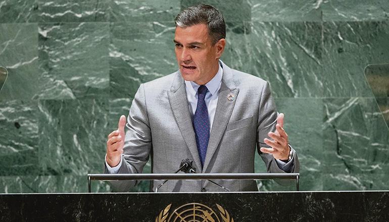 Sánchez betonte in seiner Rede, wie wichtig Demokratie und Menschenrechte sind und erinnerte in diesem Zusammenhang an den Einsatz Spaniens bei der Evakuierung afghanischer Ortskräfte und gefährdeter Menschen, vor allem Frauen und Kinder. Foto:EFE